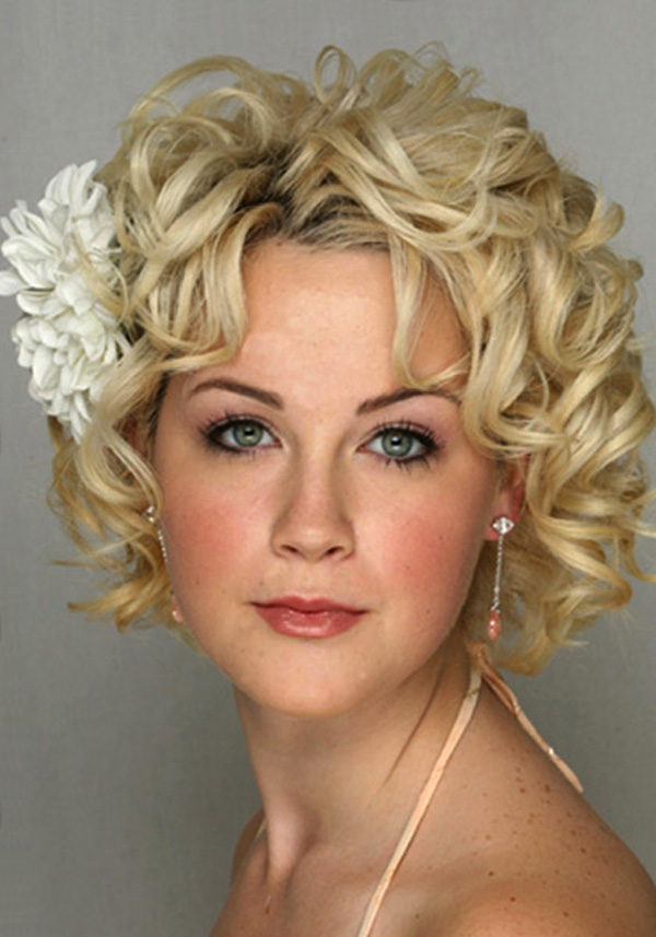 Brilliant 25 Best Curly Short Hairstyles For Round Faces Fave Hairstyles Short Hairstyles Gunalazisus