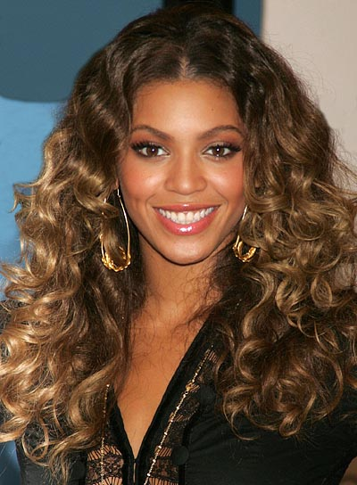 Sep 08, 2006; New York, NY, USA; Singer BEYONCE KNOWLES at J&R Express where she promoted her new CD 'B'Day' held at Macys. Mandatory Credit: Photo by Nancy Kaszerman/ZUMA Press. (©) Copyright 2006 by Nancy Kaszerman