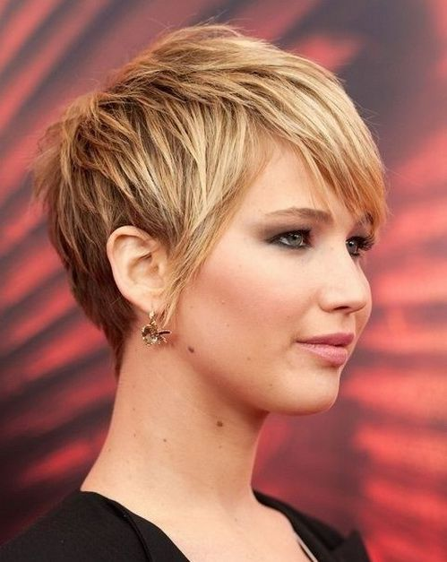 Best Short Haircuts for Round Faces and Thick Hair